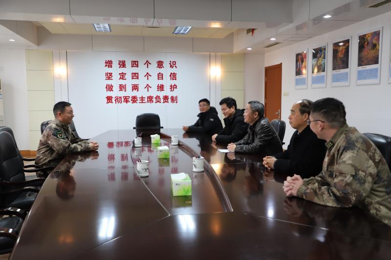 县领导赴芜湖军分区、驻陵部队开展春节前慰问